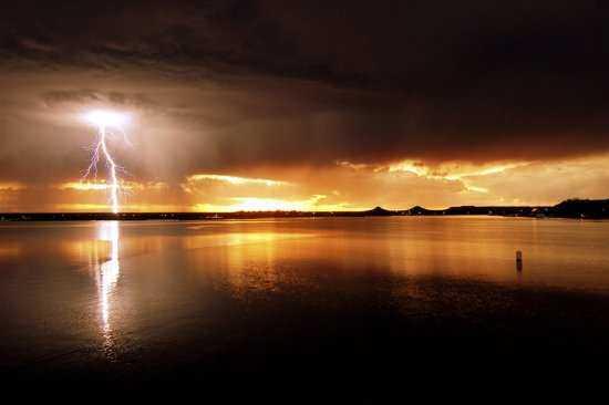 L'orage ~~ Les éclairs - Page 2 Cg8k9bdl